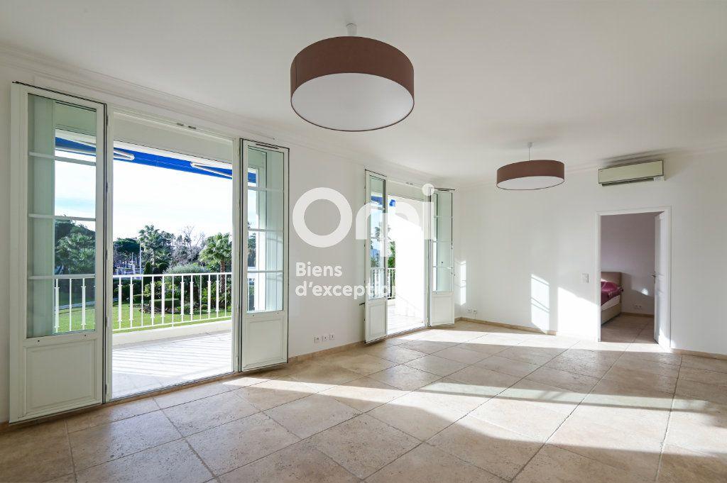 Appartement à vendre 4 107.79m2 à Cannes vignette-4