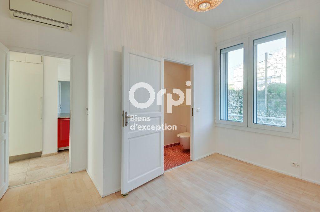 Appartement à vendre 4 107.79m2 à Cannes vignette-8