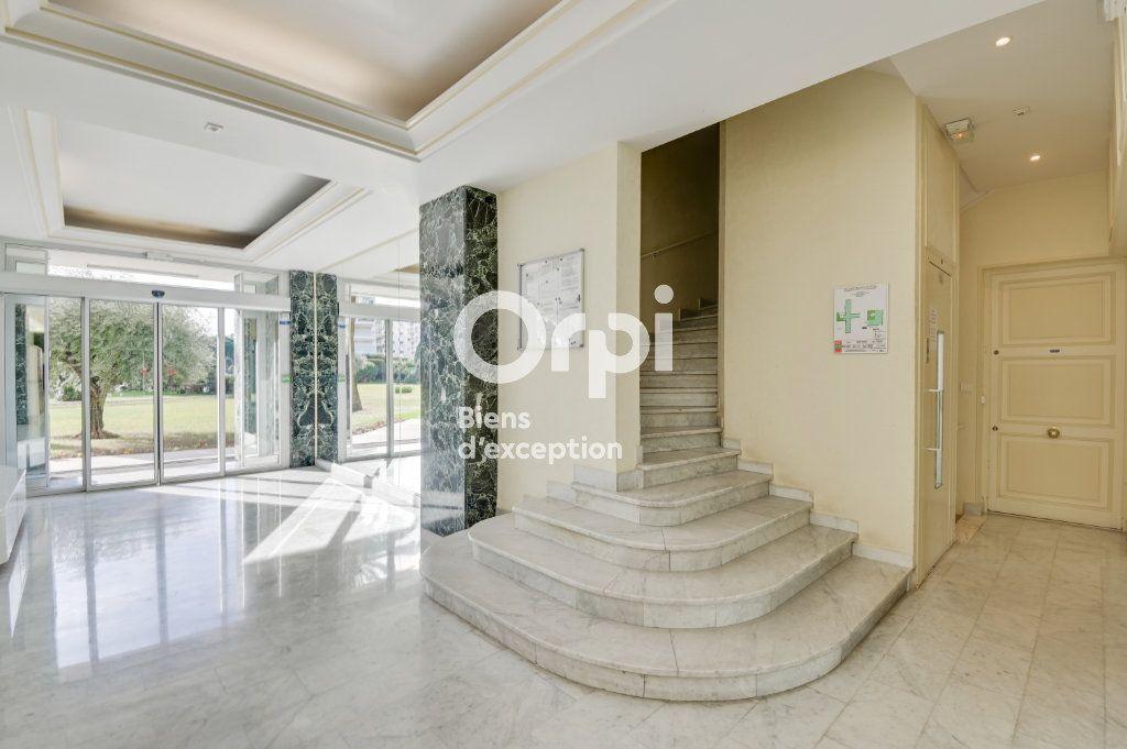Appartement à vendre 4 107.79m2 à Cannes vignette-10