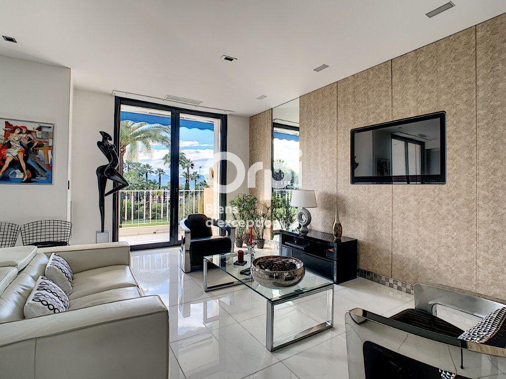 Appartement à vendre 3 79.31m2 à Cannes vignette-6