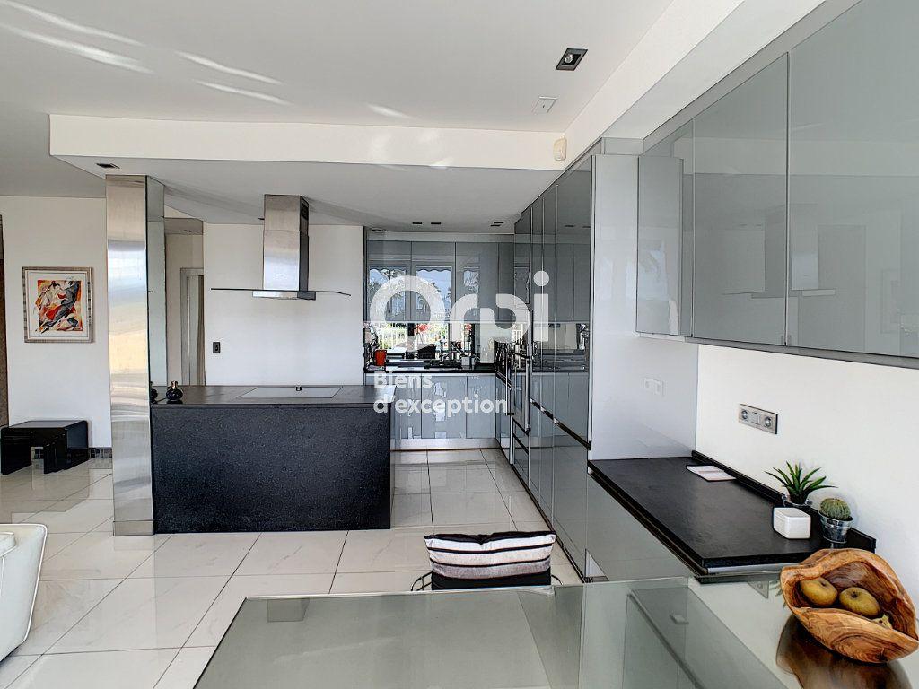 Appartement à vendre 3 79.31m2 à Cannes vignette-9