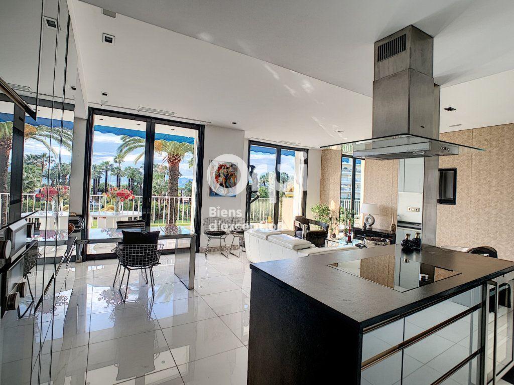Appartement à vendre 3 79.31m2 à Cannes vignette-11