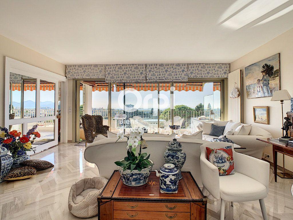 Appartement à vendre 3 107m2 à Cannes vignette-2