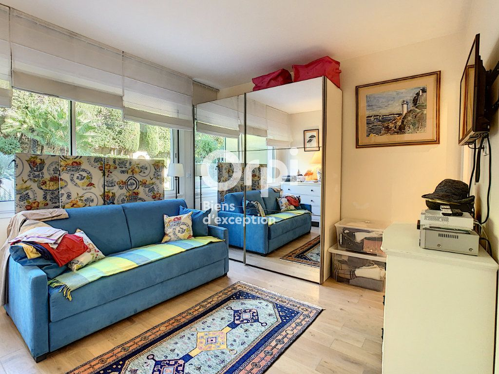 Appartement à vendre 3 107m2 à Cannes vignette-8
