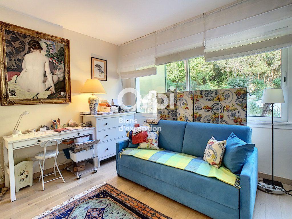Appartement à vendre 3 107m2 à Cannes vignette-9