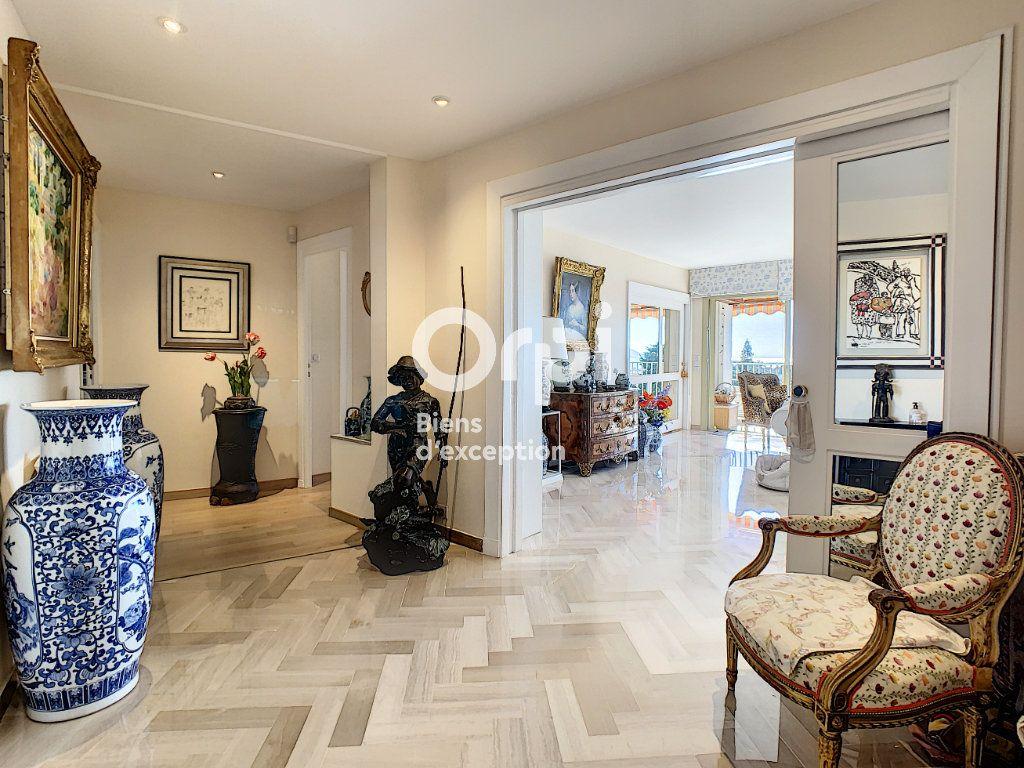 Appartement à vendre 3 107m2 à Cannes vignette-12