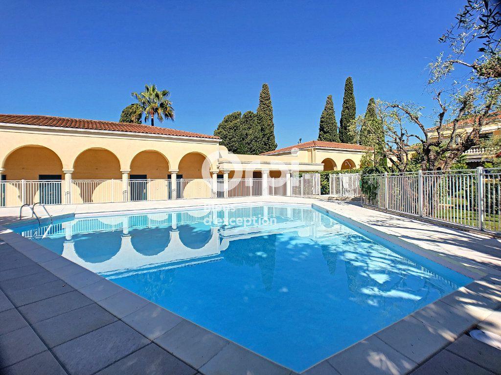 Appartement à vendre 4 104.04m2 à Cannes vignette-2
