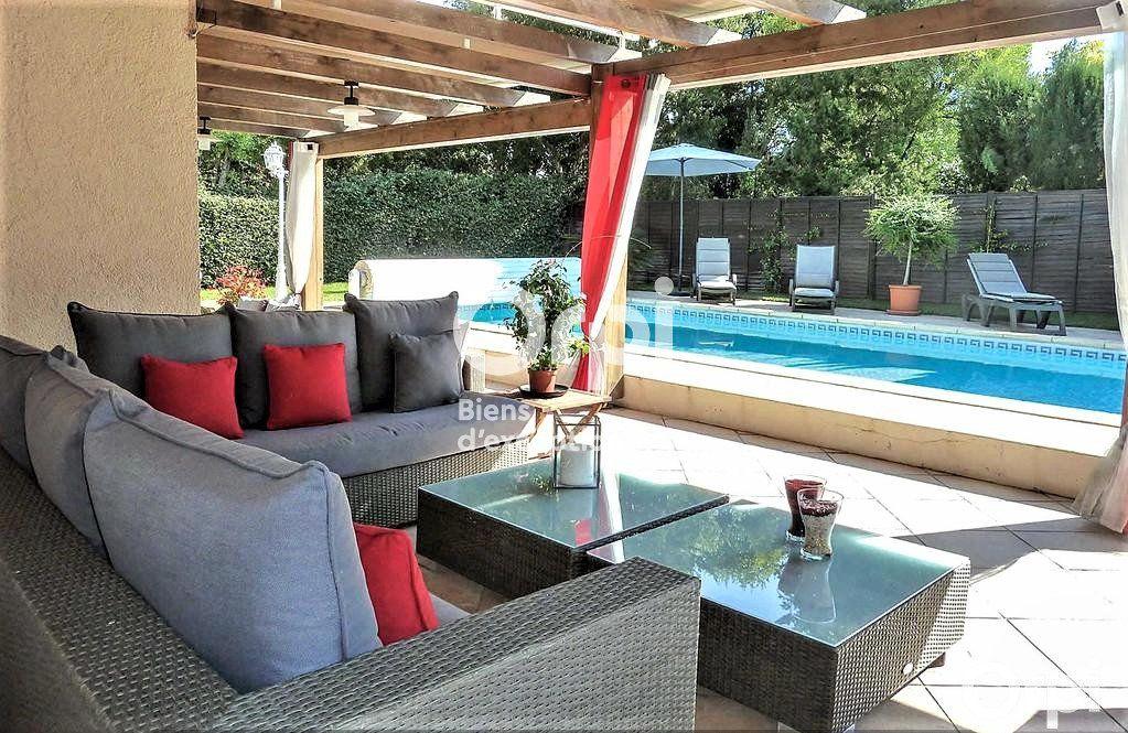 Maison à vendre 8 220m2 à Saint-Raphaël vignette-1