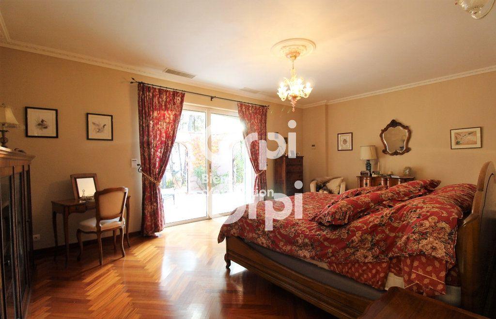 Maison à vendre 5 307m2 à Draguignan vignette-9