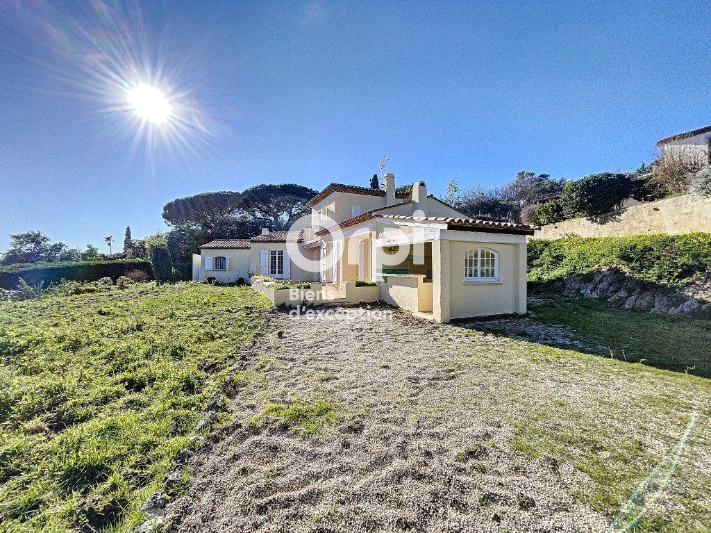 Maison à vendre 4 133m2 à Grimaud vignette-1