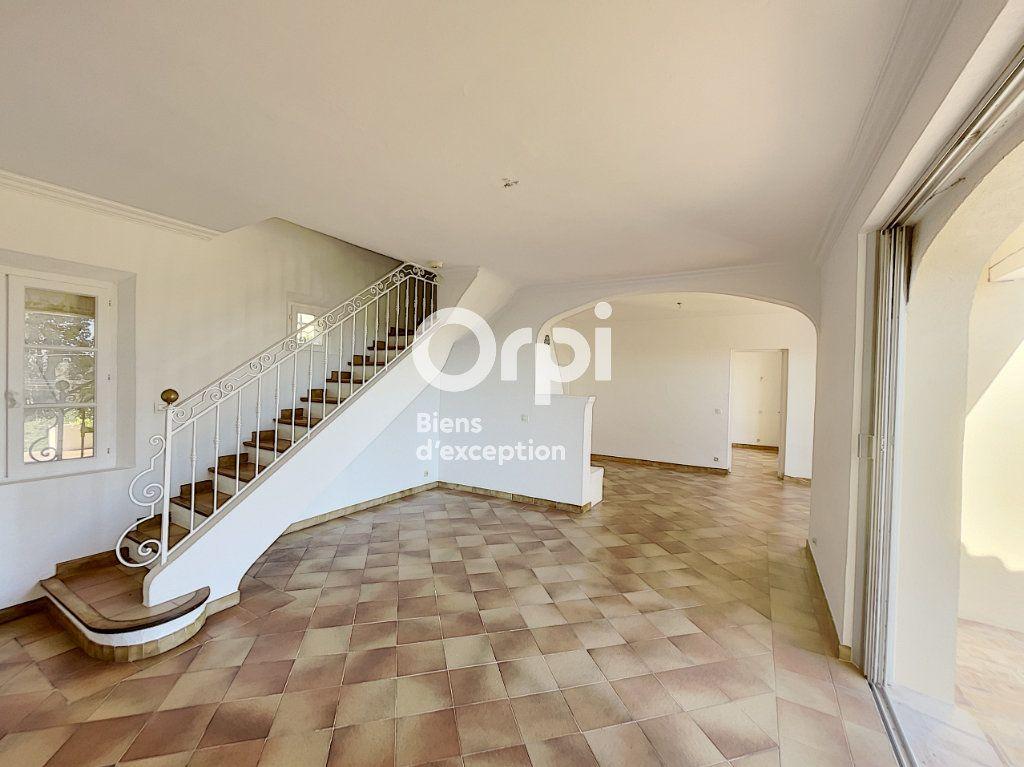 Maison à vendre 4 133m2 à Grimaud vignette-5