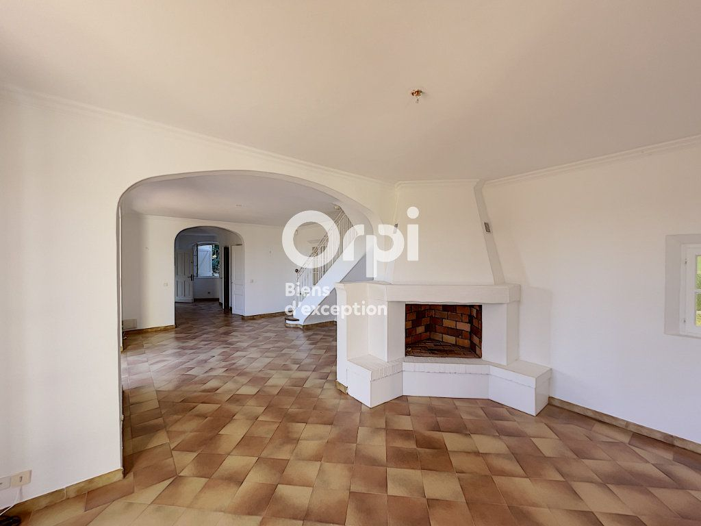Maison à vendre 4 133m2 à Grimaud vignette-6