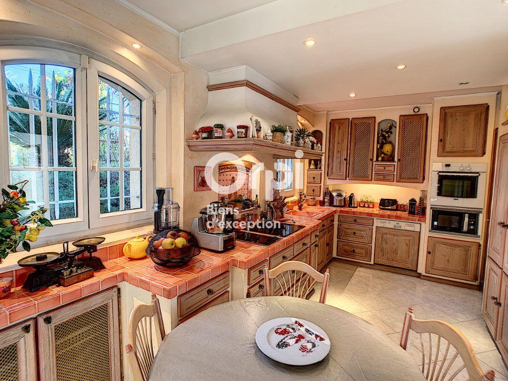 Maison à vendre 5 200m2 à Antibes vignette-8