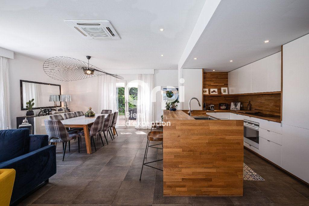 Maison à vendre 10 340m2 à Roquefort-les-Pins vignette-5