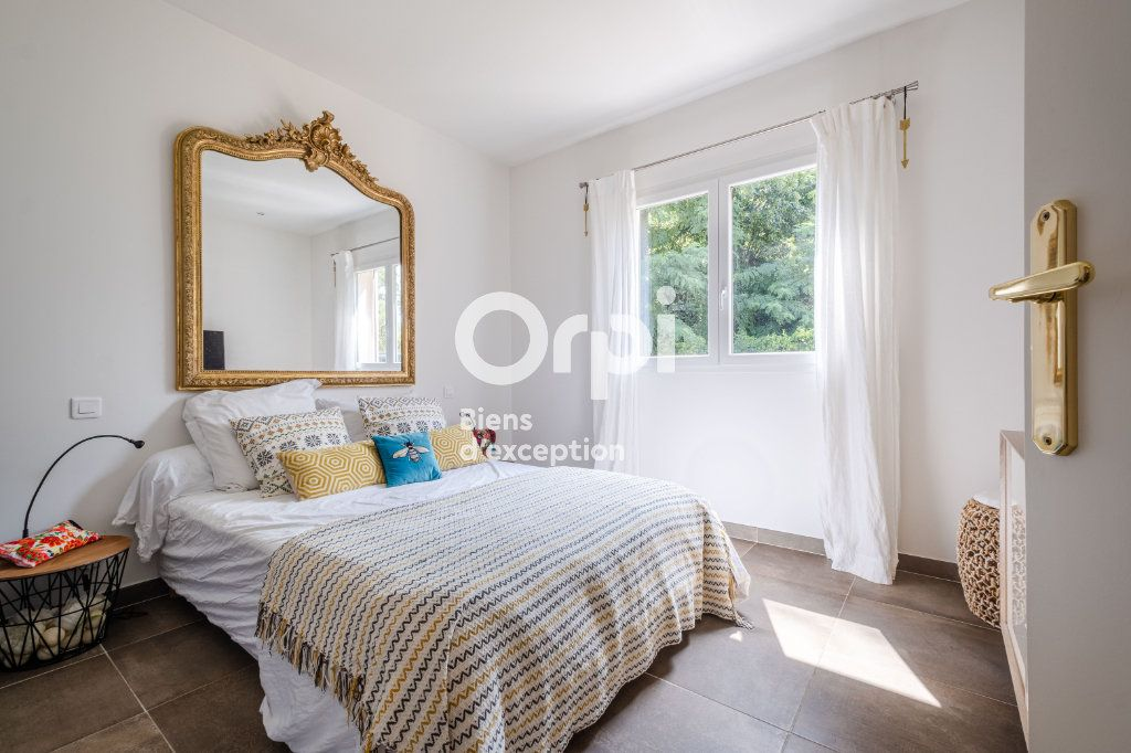 Maison à vendre 10 340m2 à Roquefort-les-Pins vignette-9
