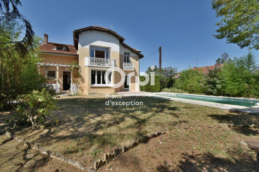 Maison à vendre 11 220m2 à Romans-sur-Isère vignette-1
