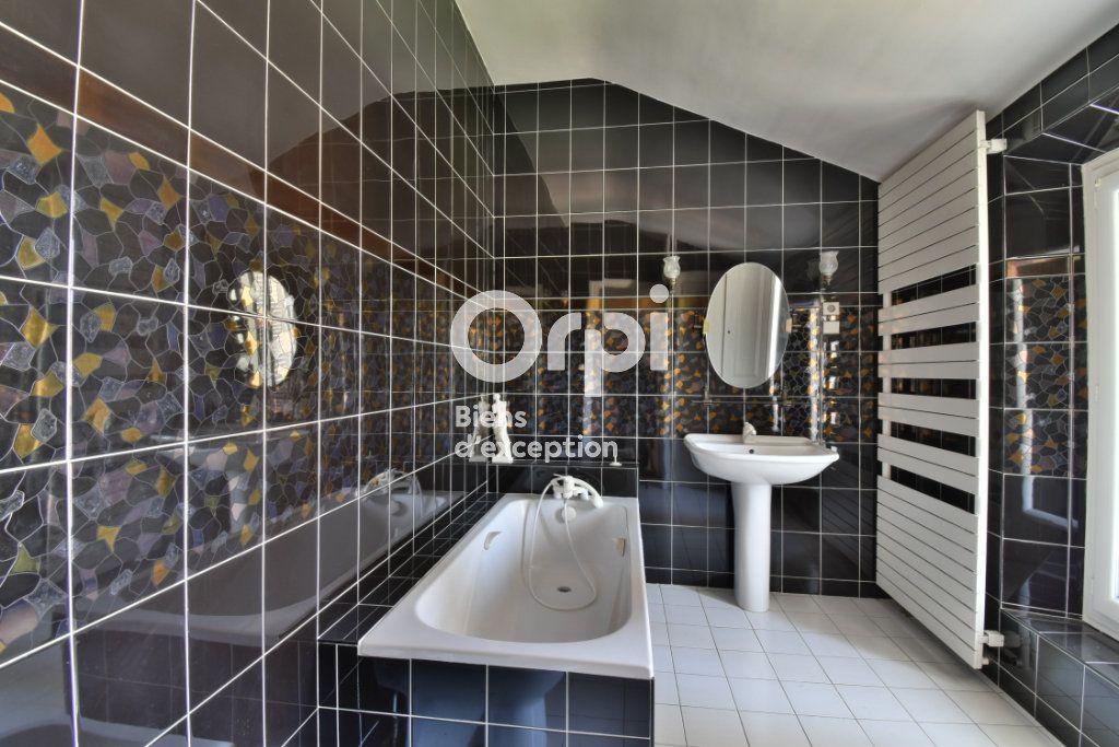 Maison à vendre 11 220m2 à Romans-sur-Isère vignette-6