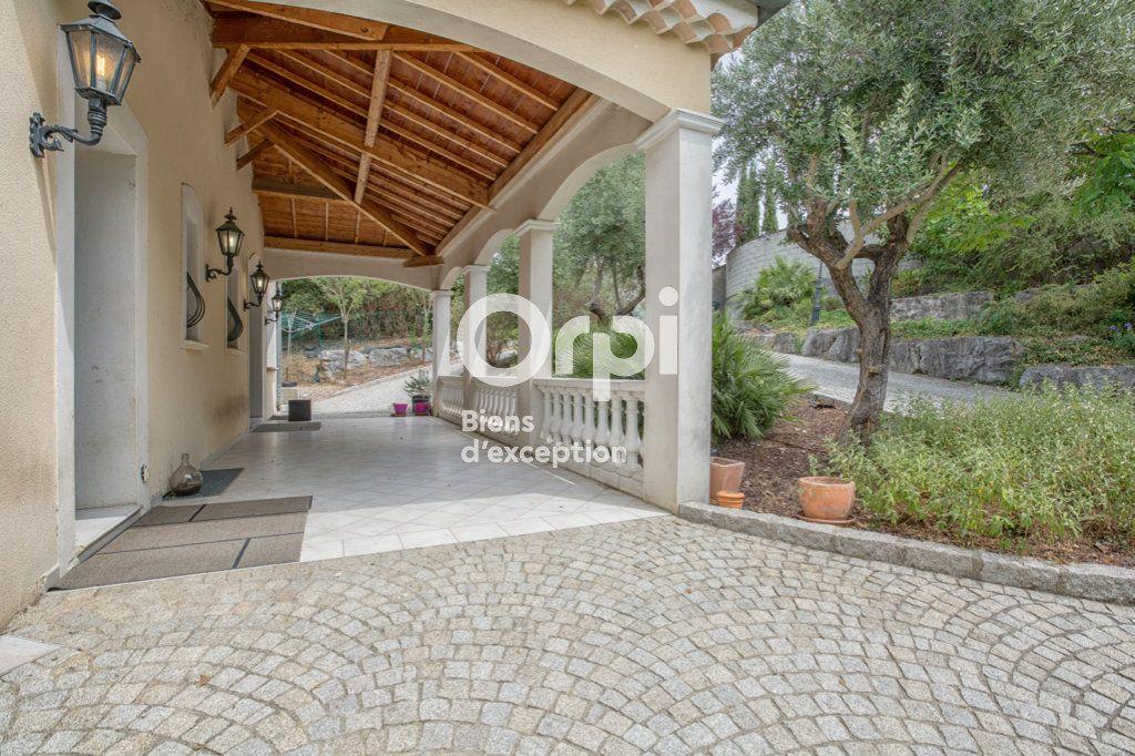 Maison à vendre 7 350m2 à Villeneuve-de-Berg vignette-1