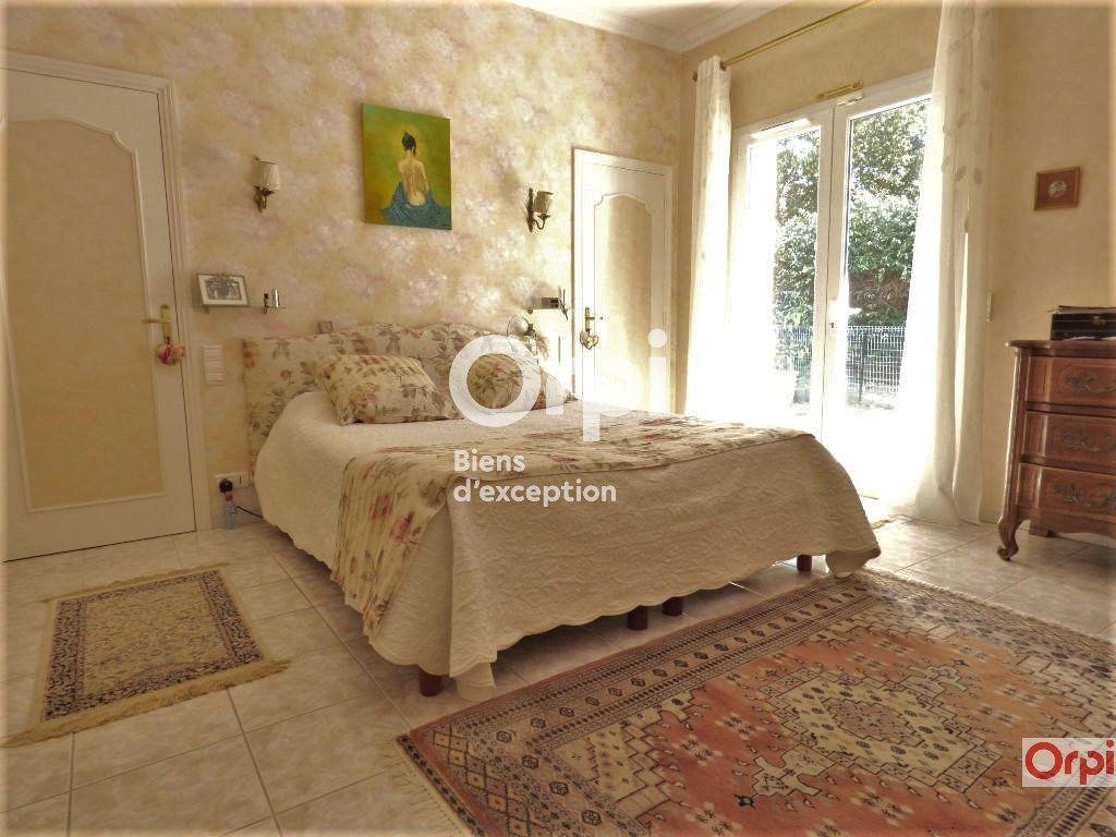 Maison à vendre 6 243m2 à Saint-Raphaël vignette-6