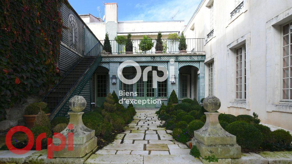 Maison à vendre 9 232m2 à La Rochelle vignette-1