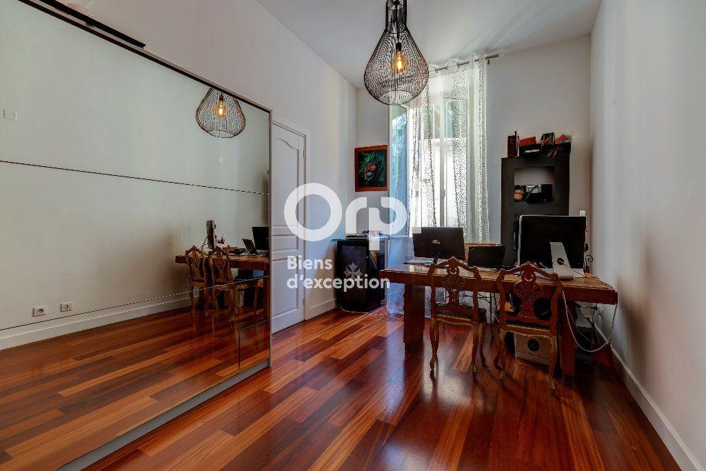 Appartement à vendre 7 233m2 à Nice vignette-9