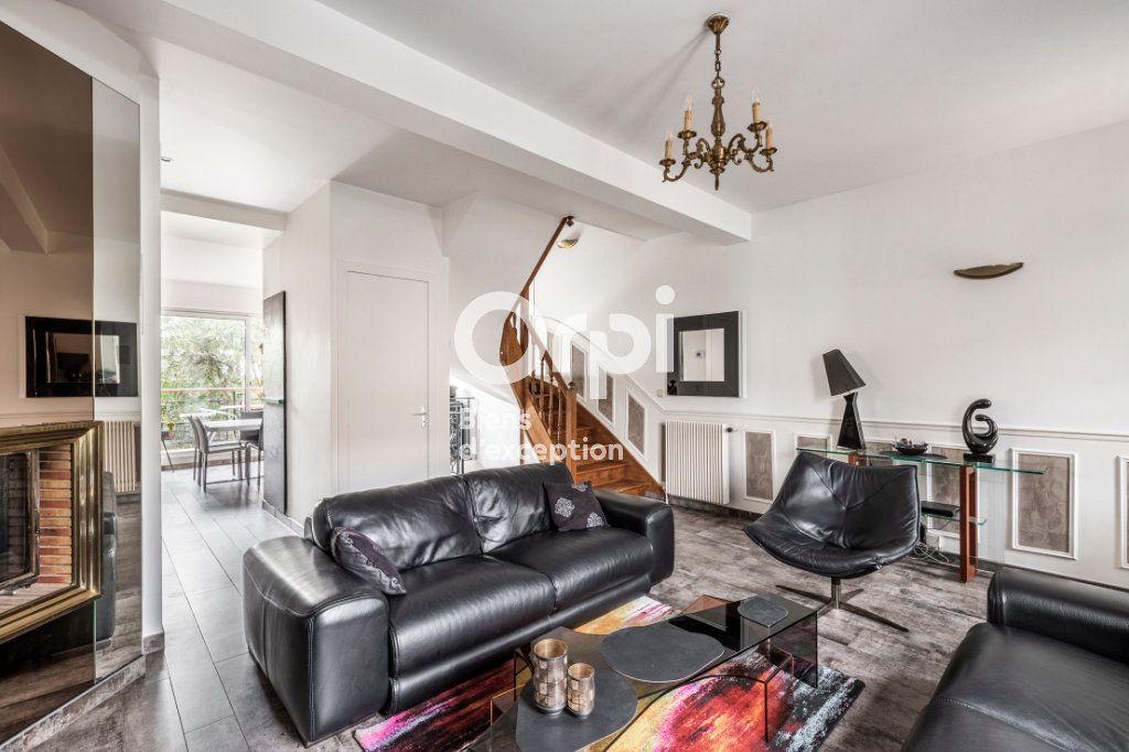 Maison à vendre 6 150m2 à Suresnes vignette-1