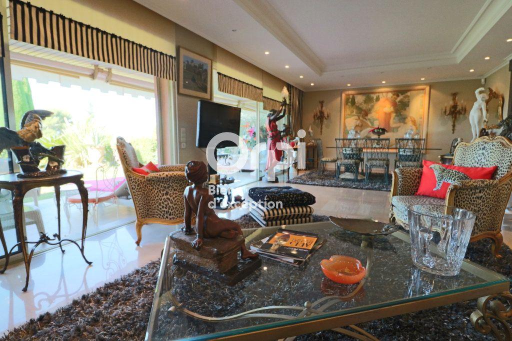 Appartement à vendre 3 121.72m2 à Le Cannet vignette-4