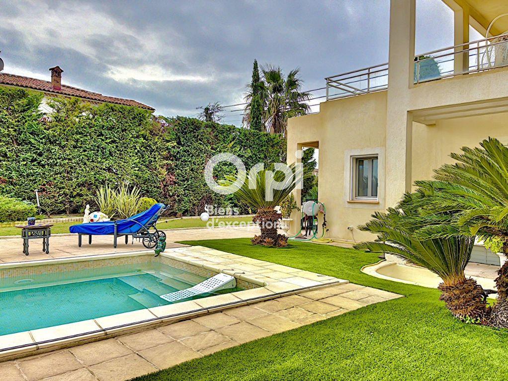 Maison à vendre 8 354m2 à Cagnes-sur-Mer vignette-1