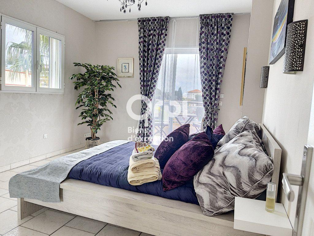 Maison à vendre 8 354m2 à Cagnes-sur-Mer vignette-5