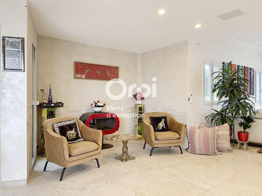 Maison à vendre 8 354m2 à Cagnes-sur-Mer vignette-9