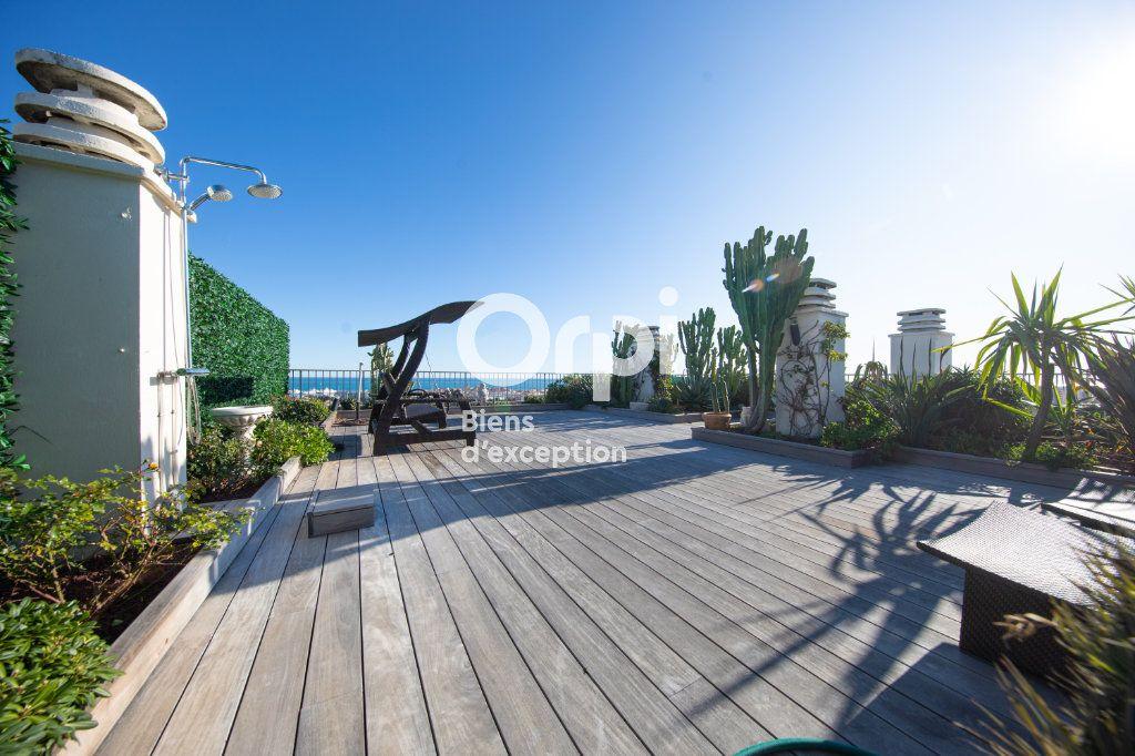 Appartement à vendre 4 145m2 à Antibes vignette-2