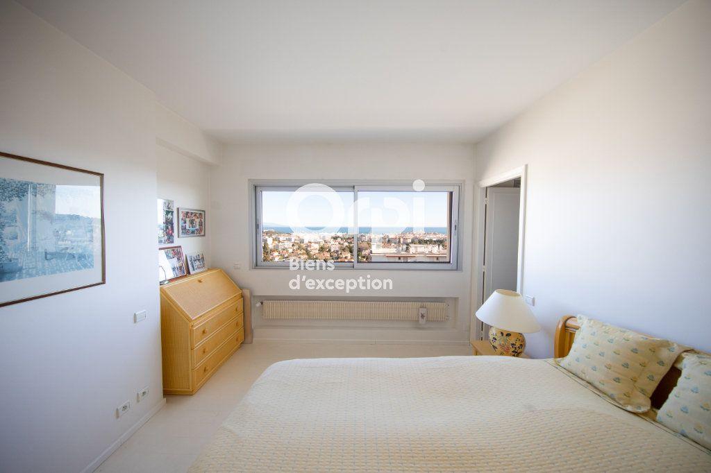 Appartement à vendre 4 145m2 à Antibes vignette-4