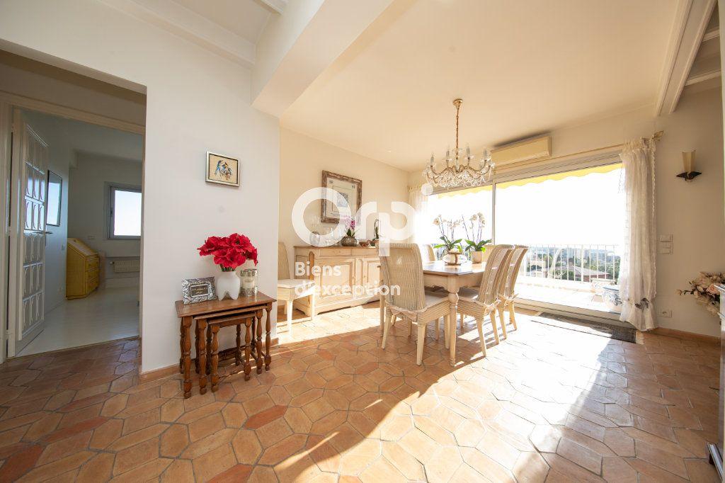 Appartement à vendre 4 145m2 à Antibes vignette-6