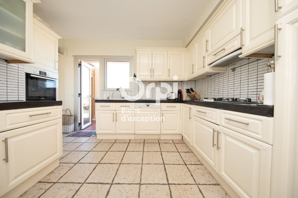 Appartement à vendre 4 145m2 à Antibes vignette-11