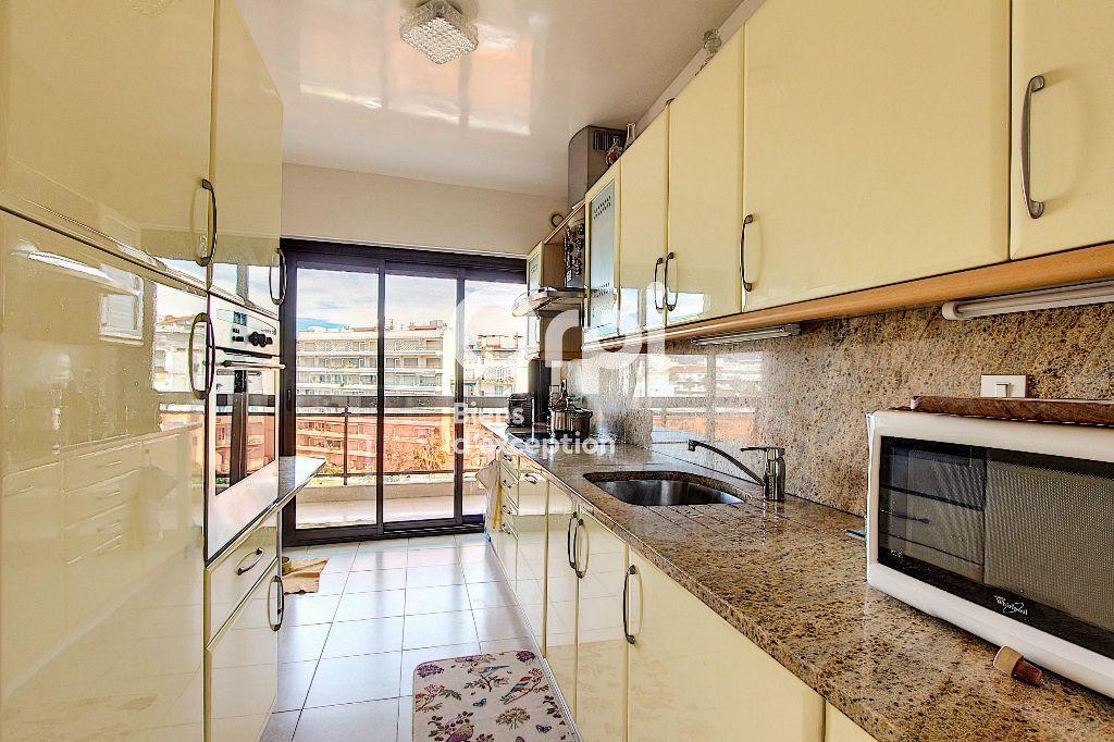 Appartement à vendre 3 84.66m2 à Juan-les-Pins - Antibes vignette-7