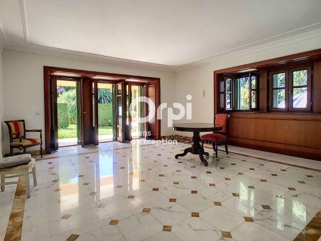 Appartement à vendre 3 110.85m2 à Cannes vignette-2