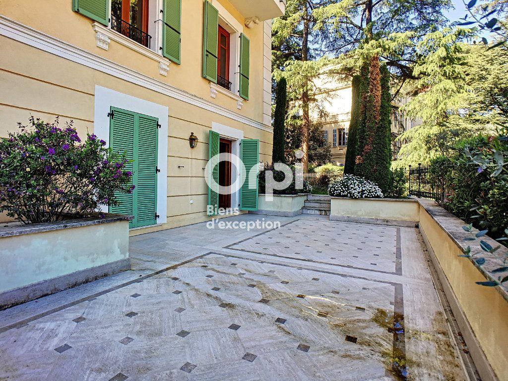 Appartement à vendre 3 110.85m2 à Cannes vignette-3
