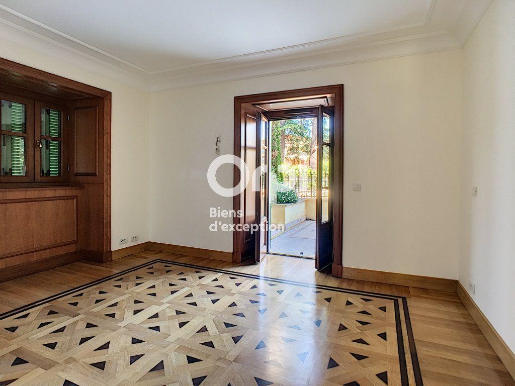 Appartement à vendre 3 110.85m2 à Cannes vignette-5