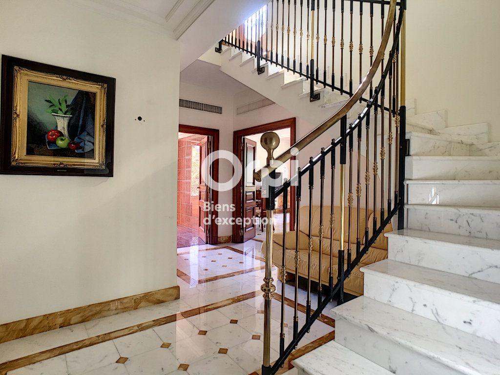 Appartement à vendre 6 121m2 à Cannes vignette-2