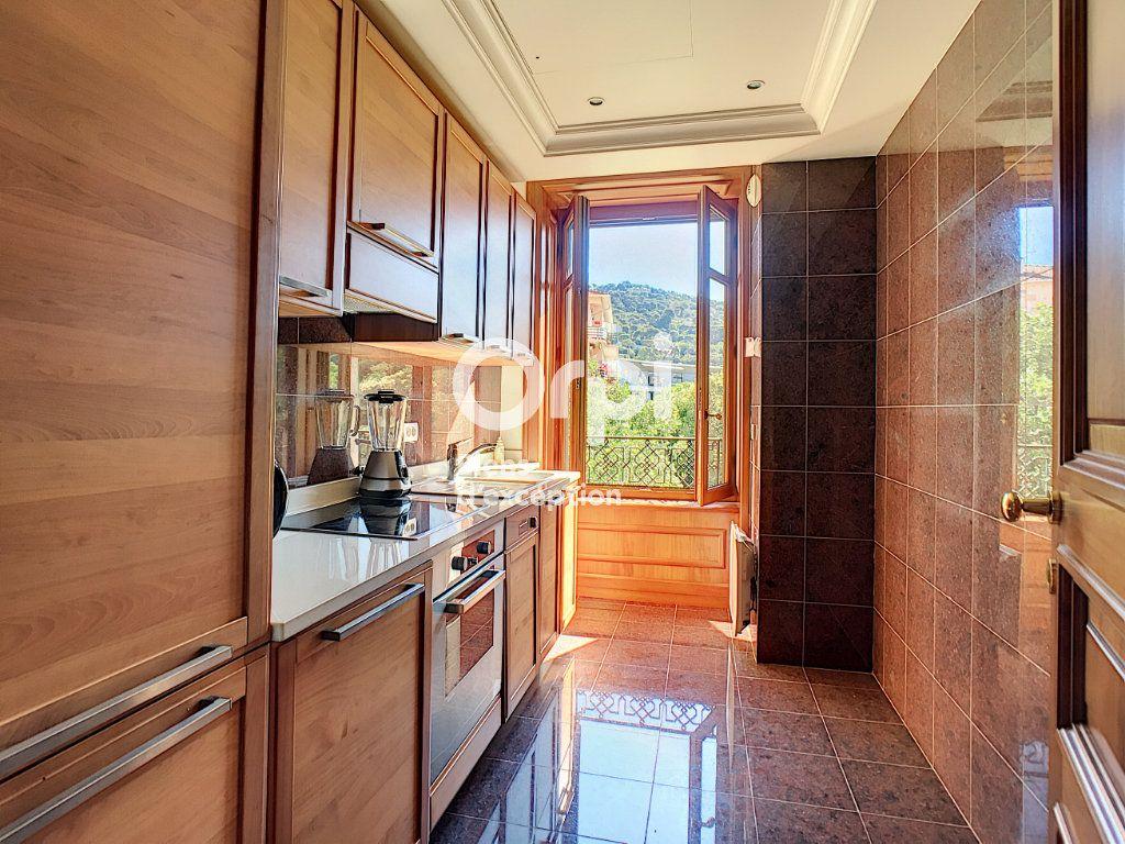 Appartement à vendre 6 121m2 à Cannes vignette-10