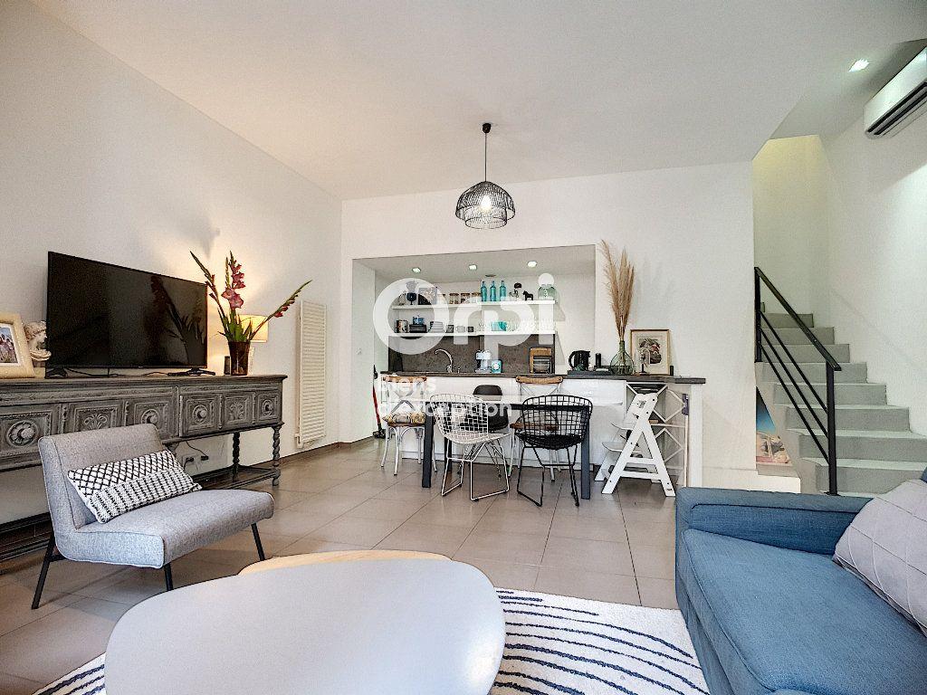 Maison à vendre 4 114m2 à Cannes vignette-9