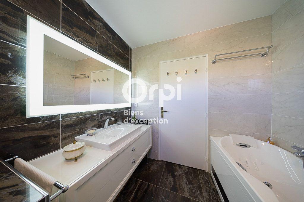 Appartement à vendre 4 109.03m2 à Le Cannet vignette-3