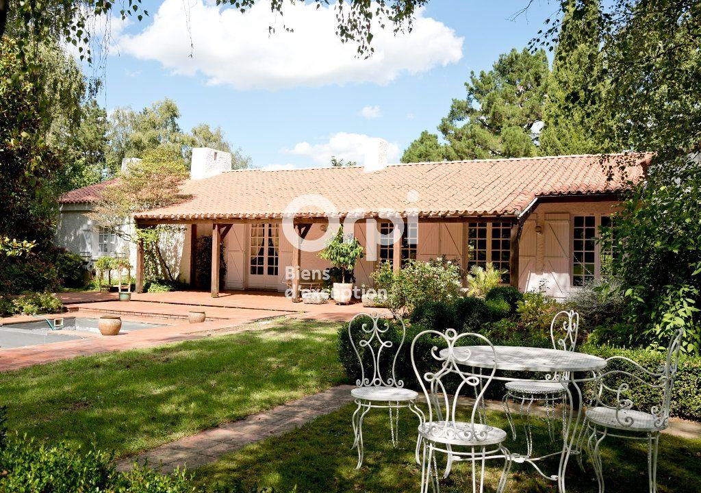 Maison à vendre 8 360m2 à Montaigu vignette-1