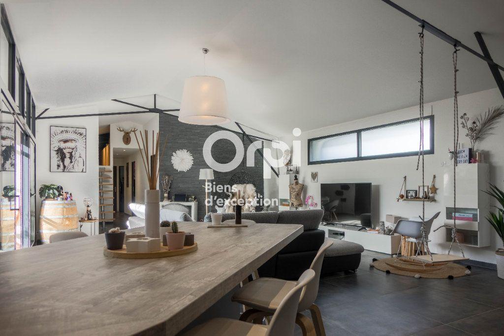 Appartement à vendre 5 160m2 à Fleury-les-Aubrais vignette-1