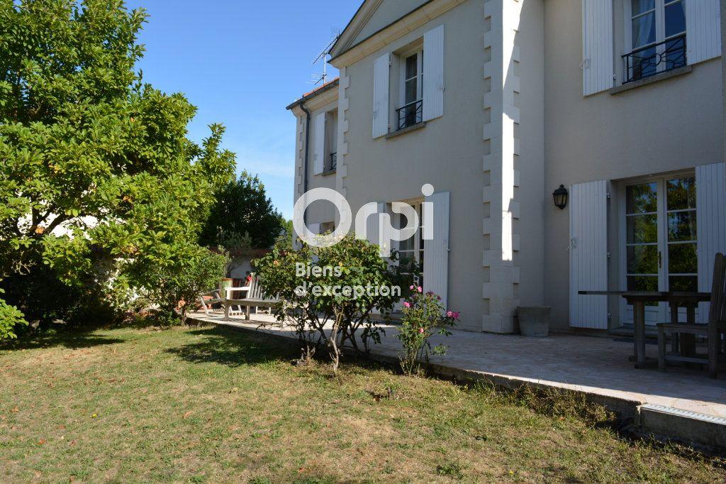 Maison à vendre 10 198m2 à Mandres-les-Roses vignette-3