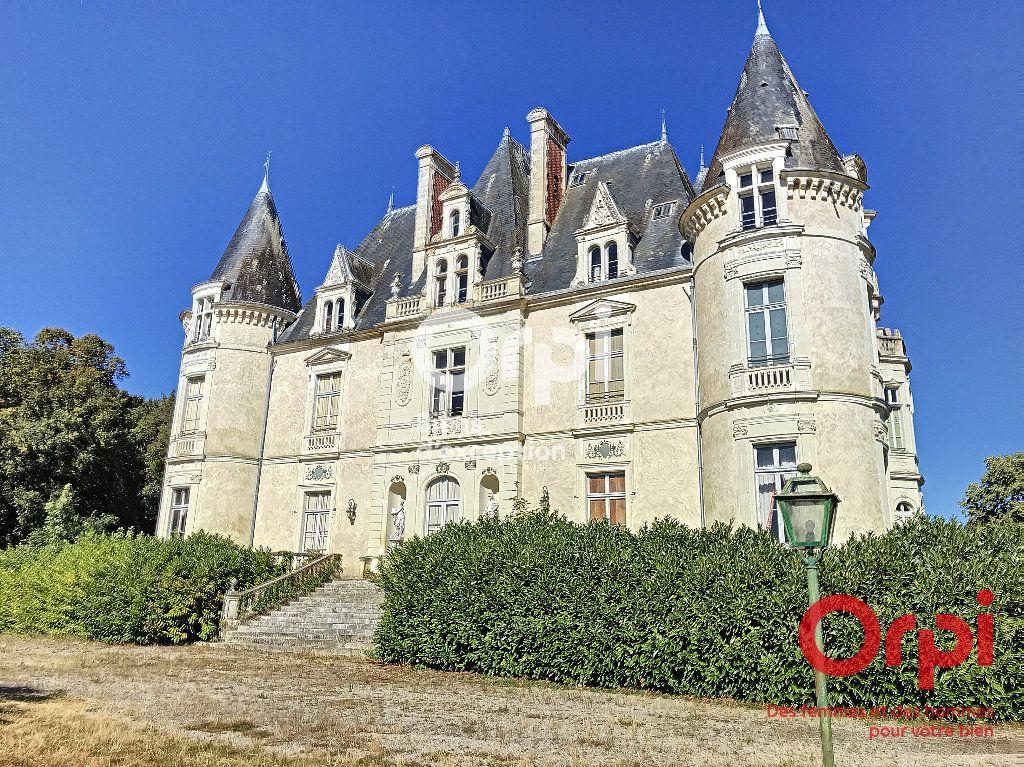 Maison à vendre 30 2000m2 à Villaines-la-Gonais vignette-1