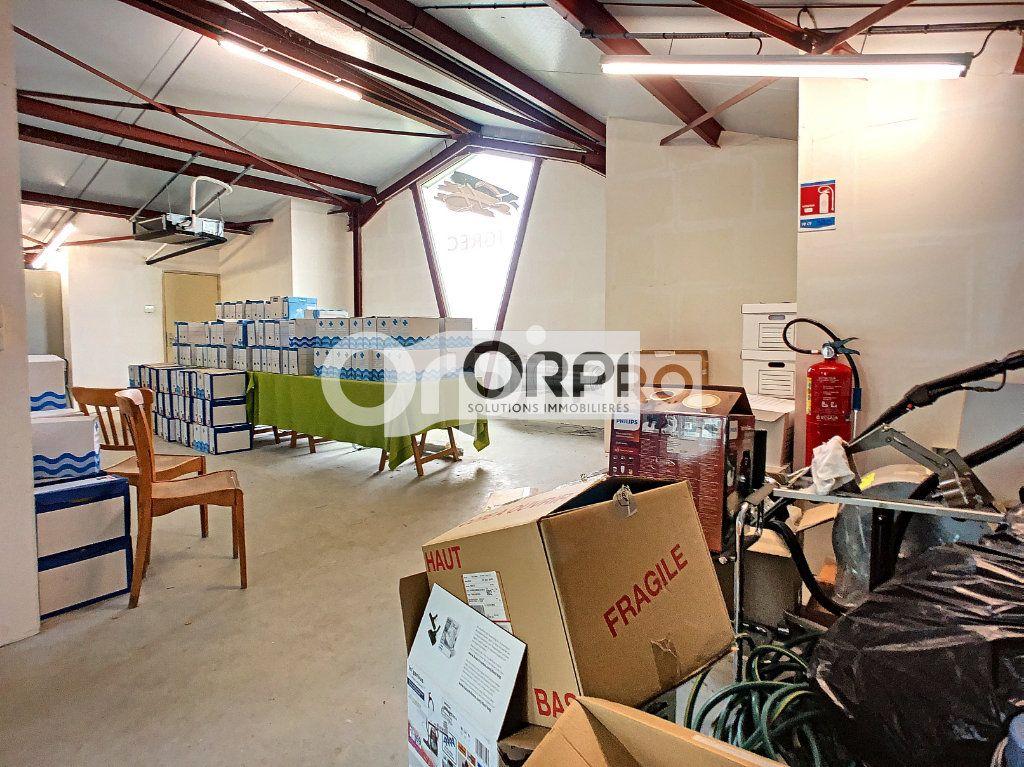 Bureaux à vendre 0 550m2 à Saint-Victor vignette-4