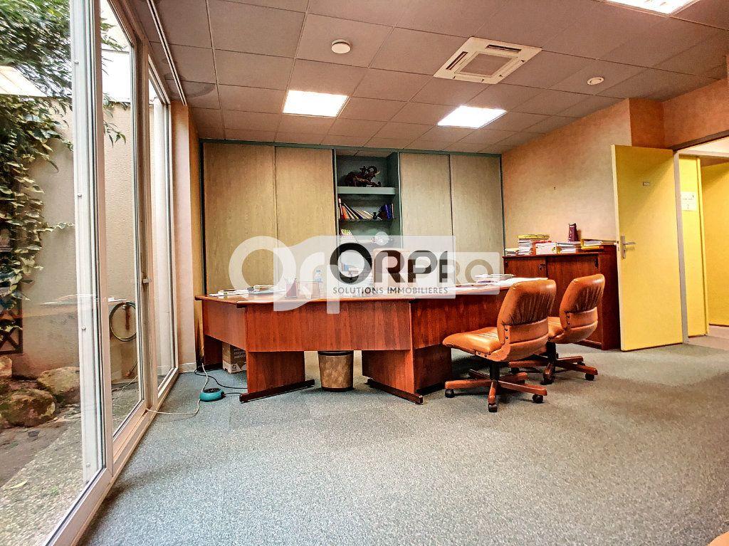 Bureaux à vendre 0 550m2 à Saint-Victor vignette-5