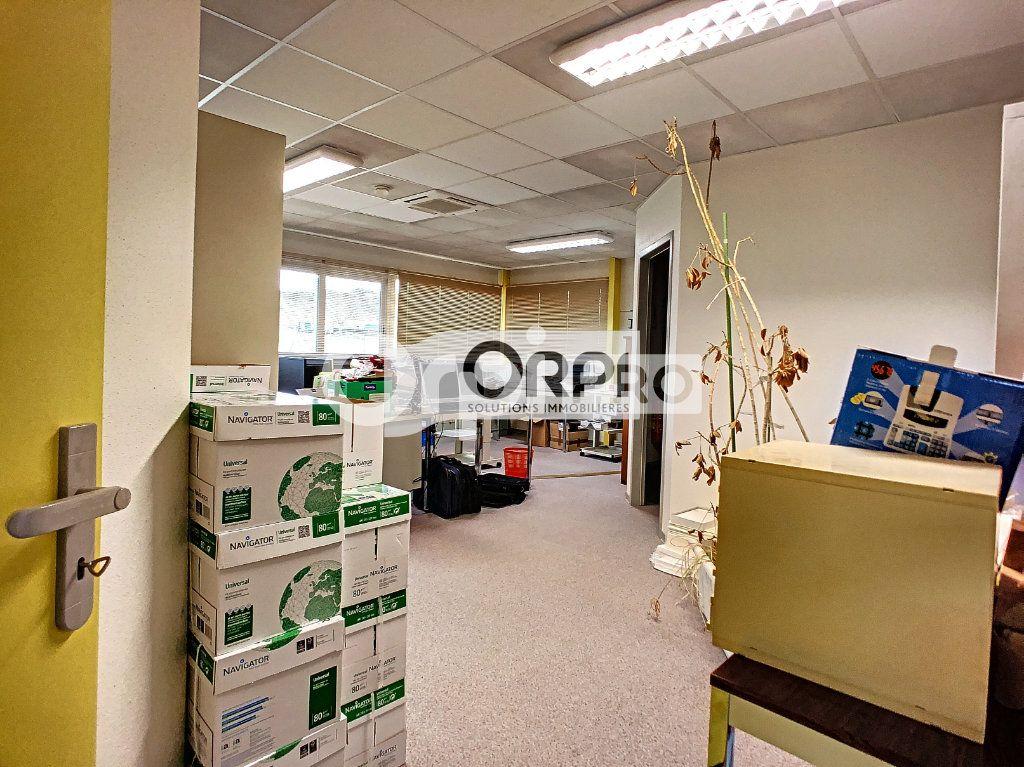 Bureaux à vendre 0 550m2 à Saint-Victor vignette-8