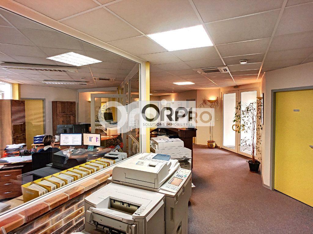 Bureaux à vendre 0 550m2 à Saint-Victor vignette-10